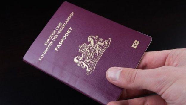 第一本有第三性别选项的荷兰护照