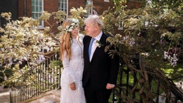 英国首相约翰逊与新婚妻子